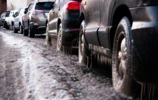 Tiesuolan kalsiumkloridi pinttyy auton pintaan erityisesti osiin lähellä maan pintaa. tähän auttaa Juhlapesun Luksuspesu, jolla saat suojaavan kerroksen auton pintaan.